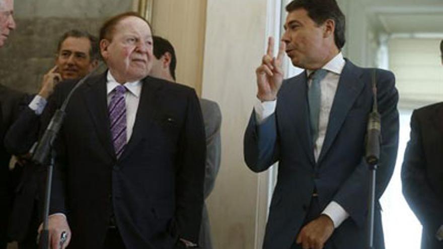 El presidente de la Comunidad de Madrid, Ignacio González, y el magnate de los casinos, Sheldon Adelson.