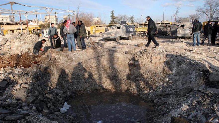 Varios muertos tras la explosión de un coche bomba contra evacuados en Alepo
