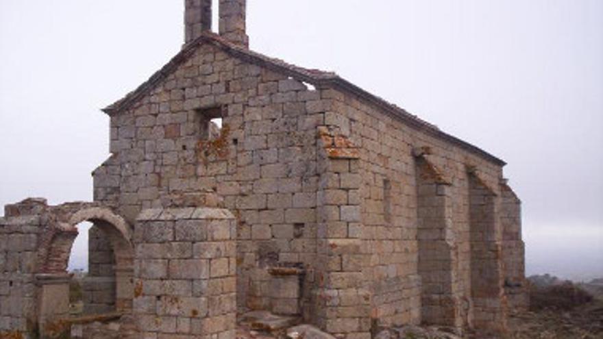 Vista exterior de la ermita de Valbón / http://listarojapatrimonio.org (Hispania Nostra)
