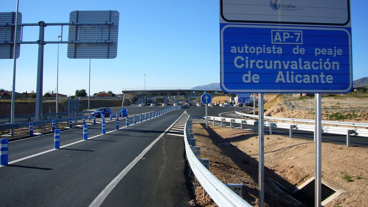 L'autopista de peatge AP-7 a l'altura de Sant Vicent del Raspeig, Alacant