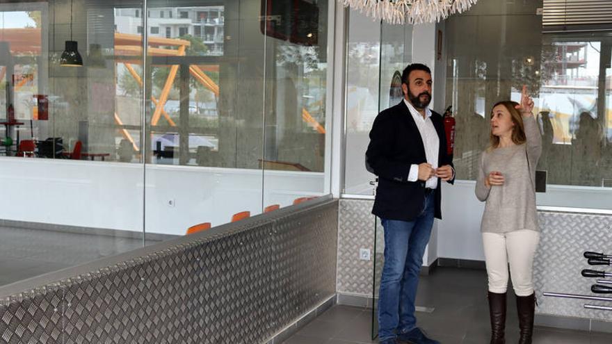 El alcalde y la concejala de Igualdad de Oportunidades han visitado la sala del EJE que albergará el 'Espacio de Sensaciones'. FOTO: Ayuntamiento de Azuqueca