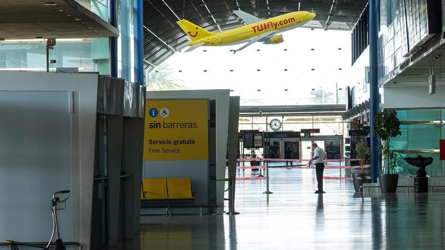 El aeropuerto de Fuerteventura, vacío