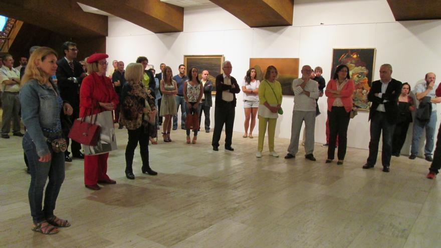 En la imagen, el público asistente a la inauguración de la muestra 'Afinidades y divergencias. Creadoras en Canarias'.