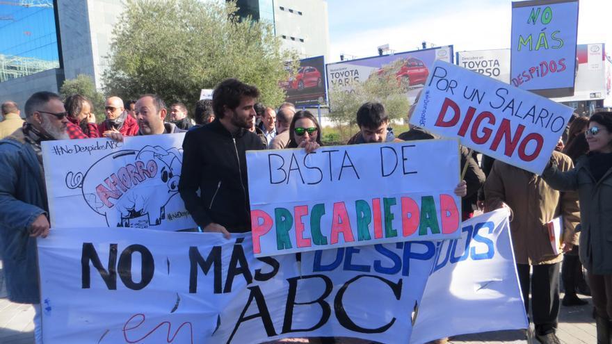Protesta de los trabajadores de 'ABC' contra los despidos.