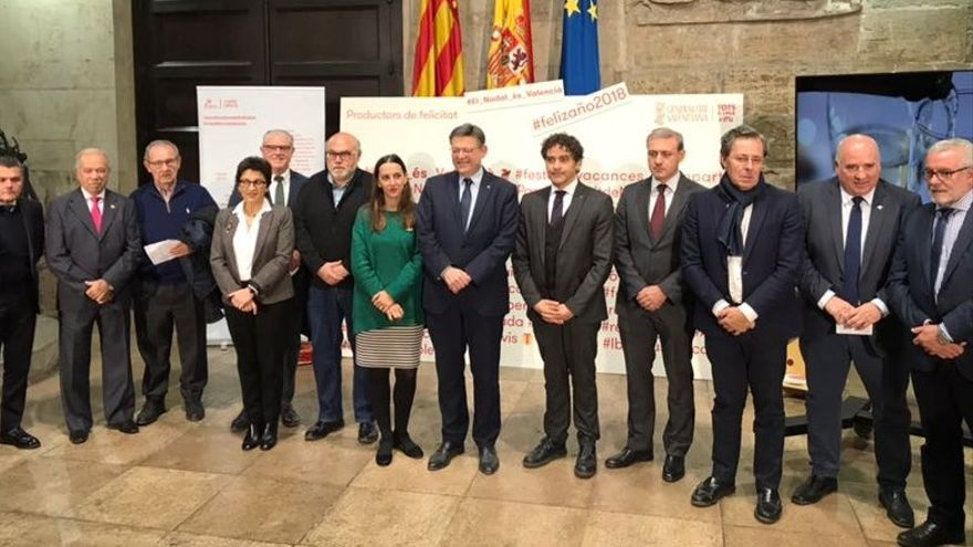 Ximo Puig, Marta Hortelano, Blanca Marín y Francesc Colomer con representantes de productos y denominaciones de origen valencianas