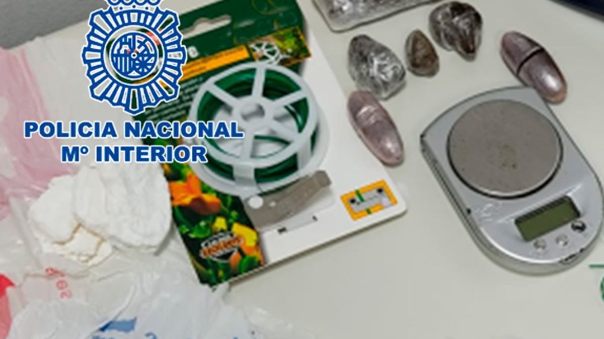 Droga preparada para el menudeo intervenida por la Policía Nacional.