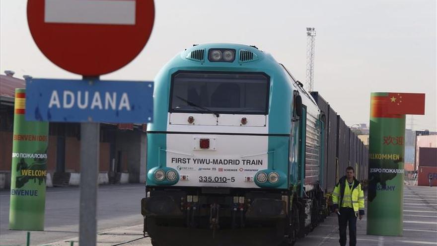 Un tren cargado de vino, aceite y agua mineral parte de Madrid hacia China