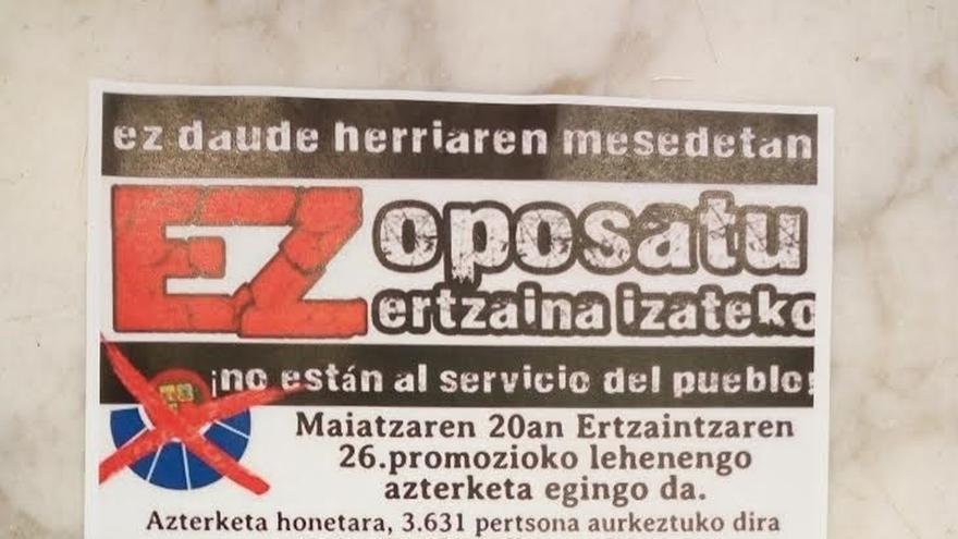 Aparecen carteles en municipios vascos en los que reclaman a los jóvenes que no se apunten a las OPE de la Ertzaintza