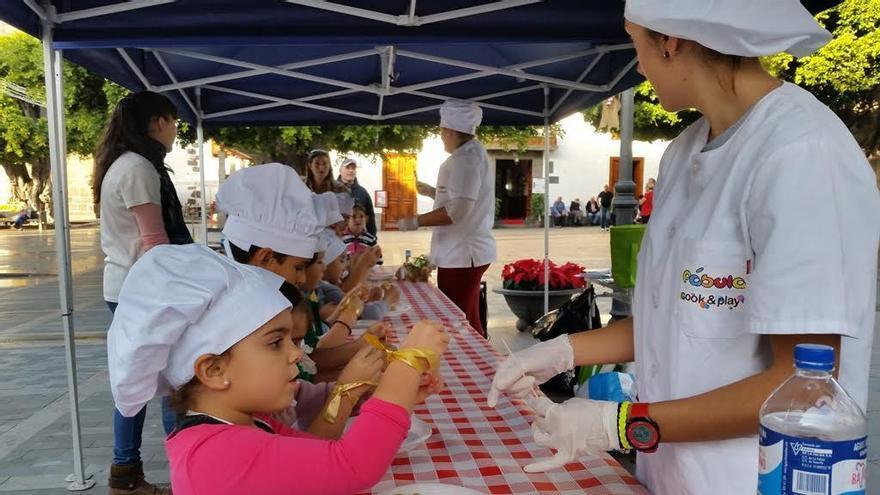 Foto de archivo de los talleres de cocina para niños celebrados en Navidad. Foto: Ayuntamiento de Los Llanos.