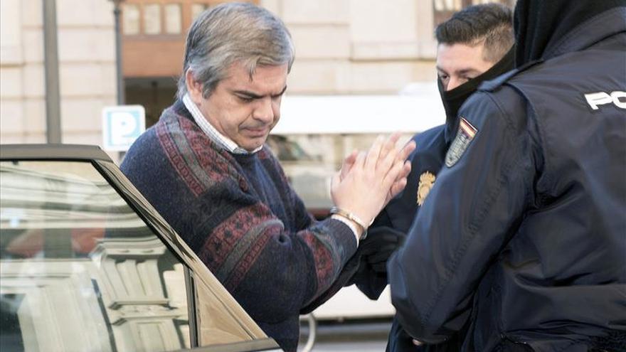 Acepta 18 años de cárcel por asesinar a su mujer a martillazos en Motril