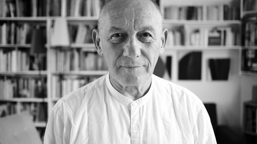 El filósofo Yves Michaud // Foto. Julien Falsimagne