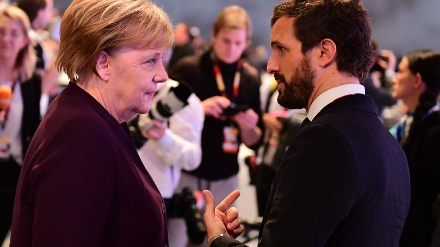 Angela Merkel y Pablo Casado en el congreso anual de la CDU en Leipzig en noviembre de 2019.