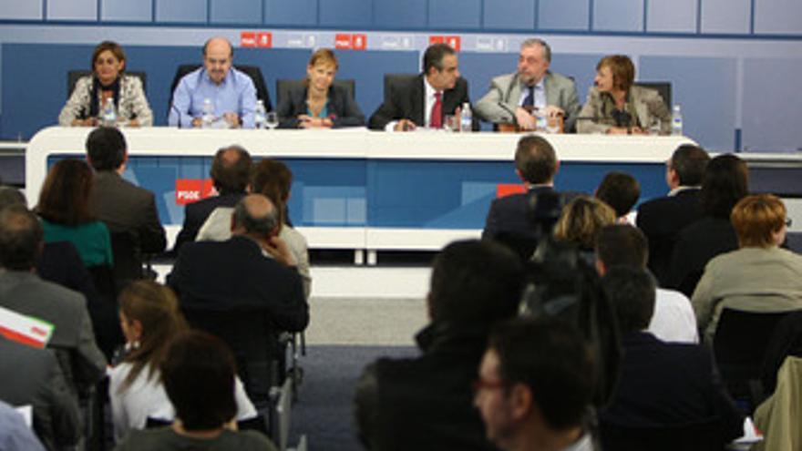 Corbacho y Pajín explican la reforma a cargos del PSOE