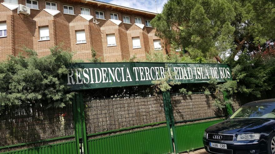Fachada de la residencia Isla de Kos, en El Molar (Madrid).