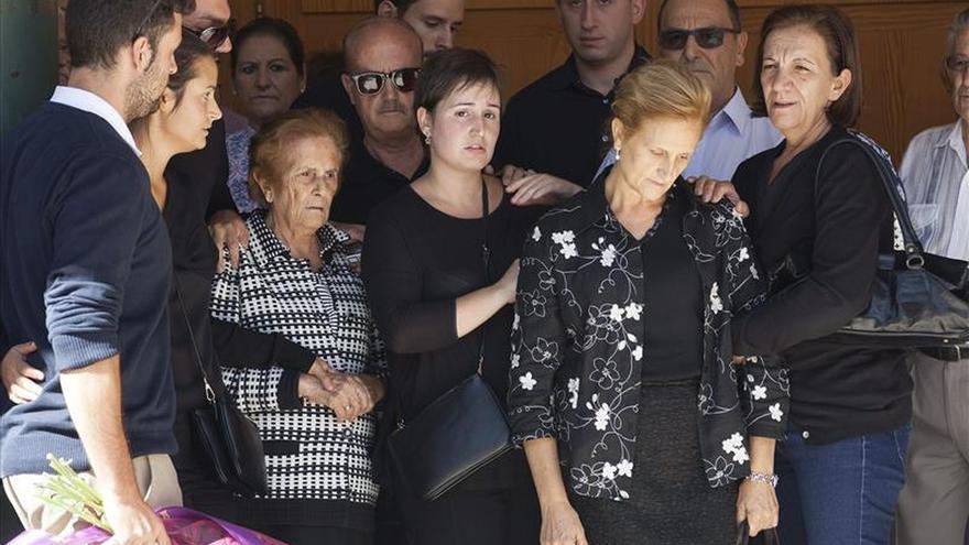 Familiares de Laura Hoyo, una de las chicas muertas en Cuenca en 2015.