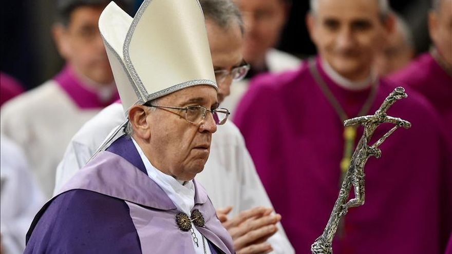 """El papa dice que pagar salarios en negro es un """"pecado gravísimo"""""""