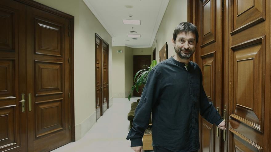 """Mayoral apoya el enfoque de Iglesias de que Podemos no está en política """"para hablar de las camisas"""""""