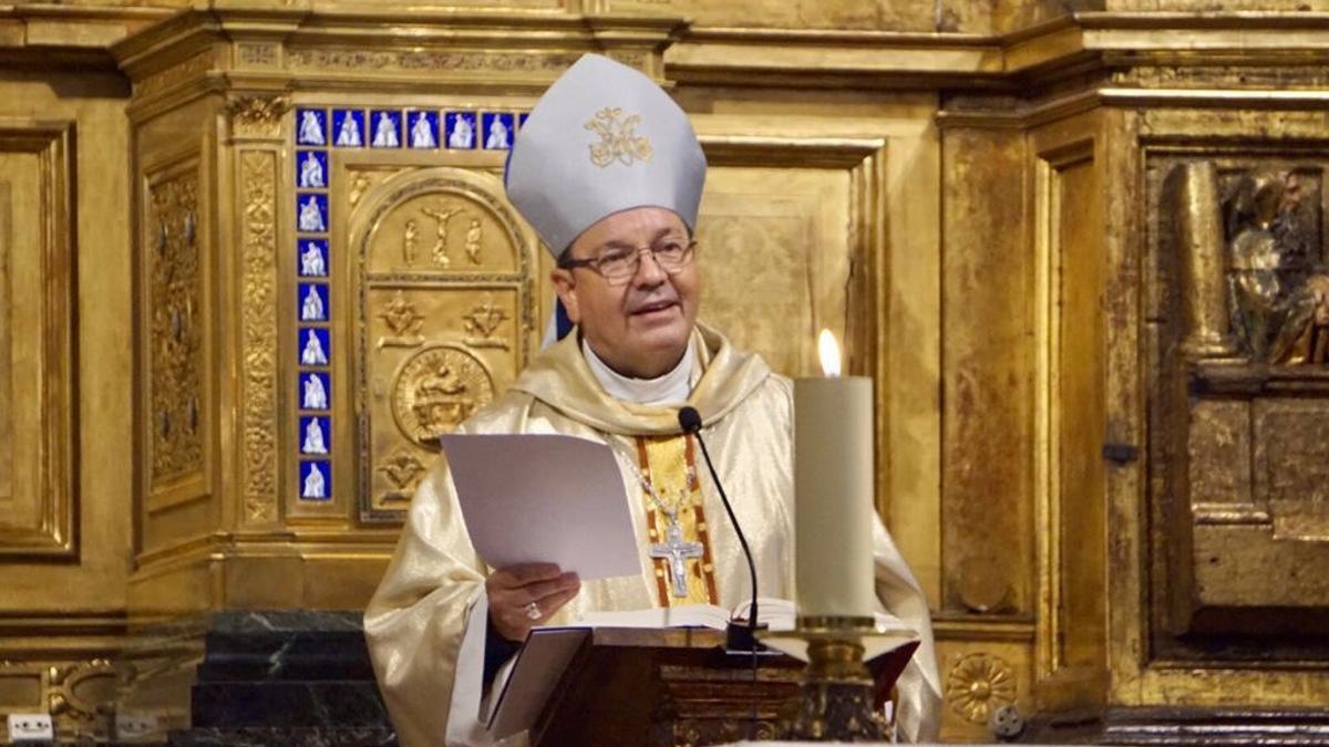 El obispo, Juan Carlos Elizalde, durante la homilía este jueves en Vitoria