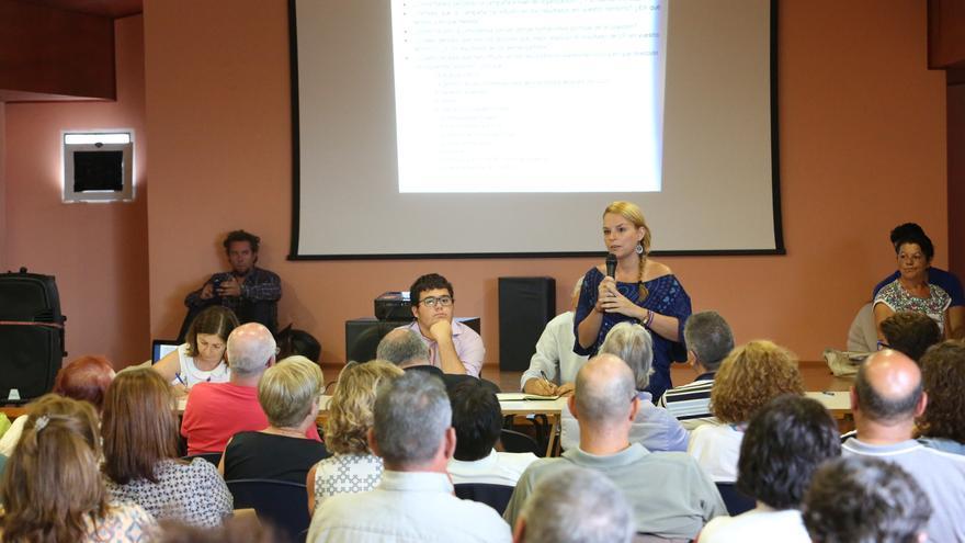Noemí Santana en la asamblea de Podemos Las Palmas de Gran Canaria celebrada en Tres Palmas tras las elecciones del 26J