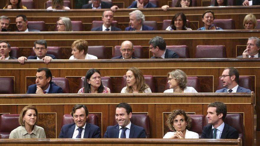 Montserrat y García Egea ocupan sus nuevos escaños en el Grupo Popular del Congreso, que reubica Cospedal y Santamaría