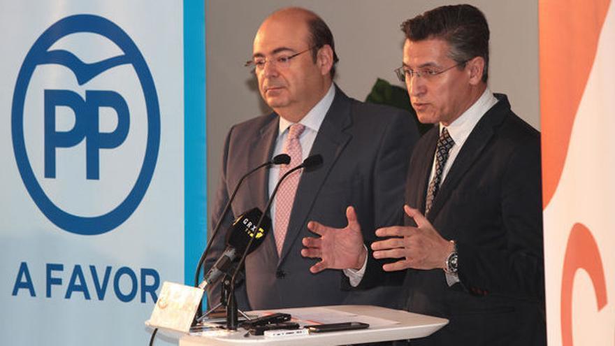 Sebastián Pérez (izquierda) se queda sin la vicealcaldía que pactó con Luis Salvador (derecha)
