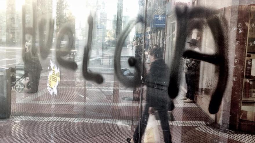 Pintada de huelga general en Madrid (Juan Luis Sánchez)