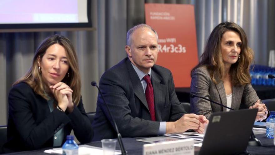 La secretaria de Estado de Comercio, Xiana Méndez (i), junto a la presidenta de CEOE Internacional, Marta Blanco (d), y al director del Hemisferio Occidental del FMI, Alejandro Werner (c), durante la la apertura de la VI Jornada Perspectivas económicas de América Latina 2019-2020, organizada por la Fundación Ramón Areces y el FMI, este martes en Madrid.