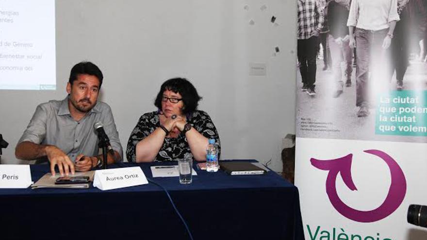 Los candidatos de València en Comú Jordi Peris y Áurea Ortíz en rueda de prensa