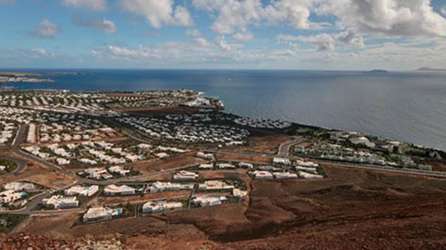 Vista general de Montaña Roja, en Yaiza (DIARIO DE LANZAROTE)