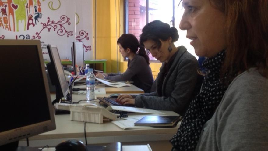 Trabajadores de la asociación Prestaturik en su sede.