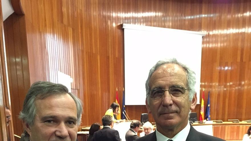 Daniel Zulaica, coordinador de la estrategia vasca para Hepatitis C, recibe la encomienda de la orden civil de sanidad
