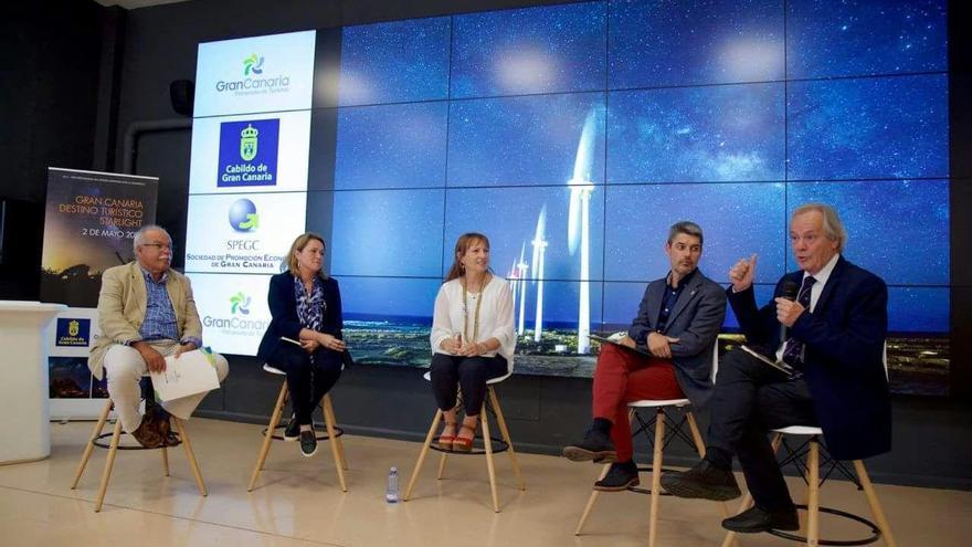 En la imagen, un momento de la participación de Alicia Vanoostende (segunda por la izquierda) en las jornadas previas a la candidatura de  Gran Canaria para optar a la certificación de Destino Turísitco Starlight.