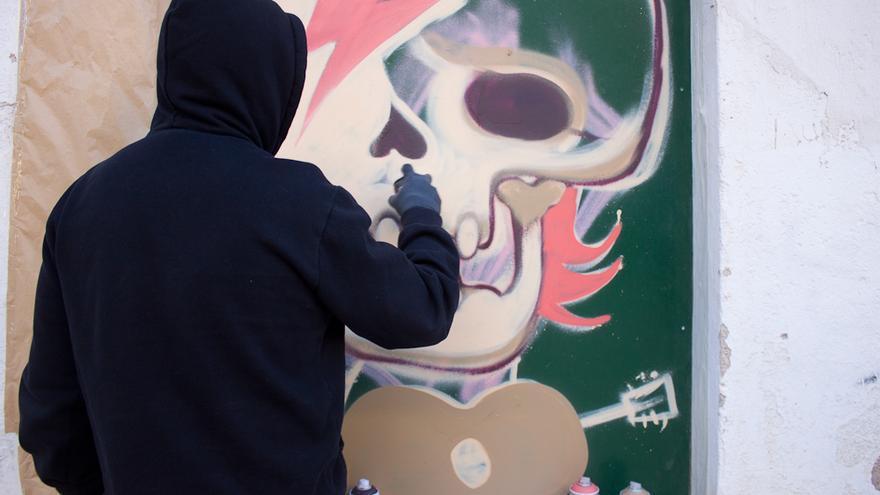 Sesión de grafiti en el Pabellón 2 del Cuartel de Artillería de Murcia / Elisa Reche