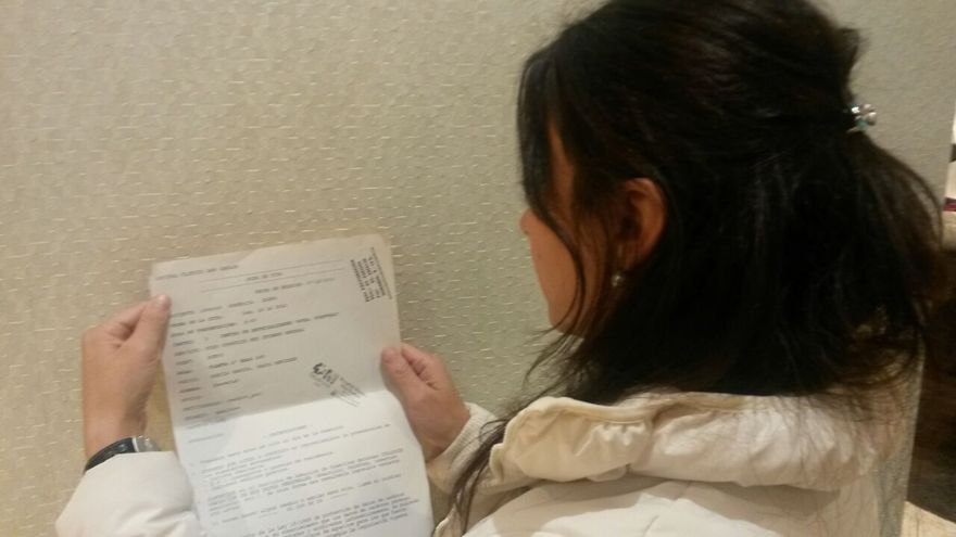 Adela recibe cada dos meses un recordatorio de una factura de 2.200 euros por un ingreso desde urgencias.