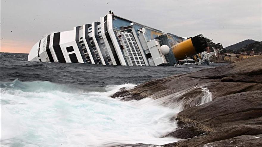 """Unos 40 afectados del """"Costa Concordia"""" reclaman 100.000 euros a la naviera"""