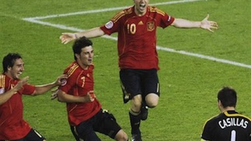 Villa celebra con sus compañeros una victoria. (Europa Press)