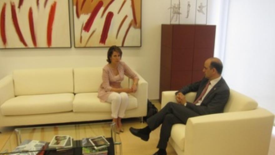 Reunión De Yolanda Barcina Y Alberto Catalán.