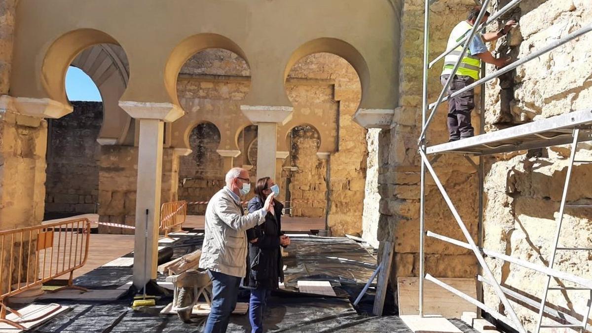 La delegada visita los trabajos en Medina Azahara.