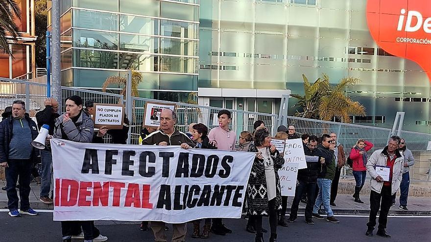 Protesta de afectados de iDental.