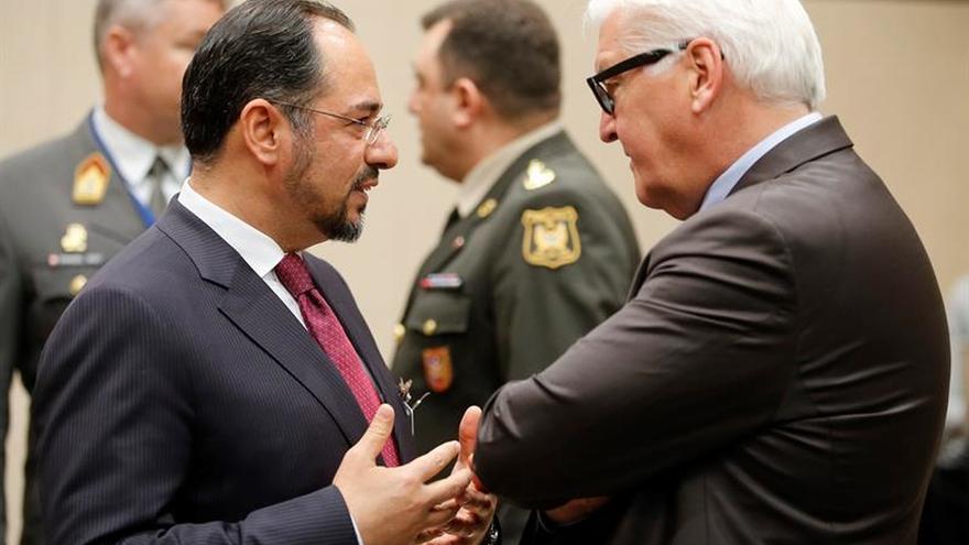 La OTAN prepara más apoyo a la UE en migración y mantendrá su misión en Afganistán