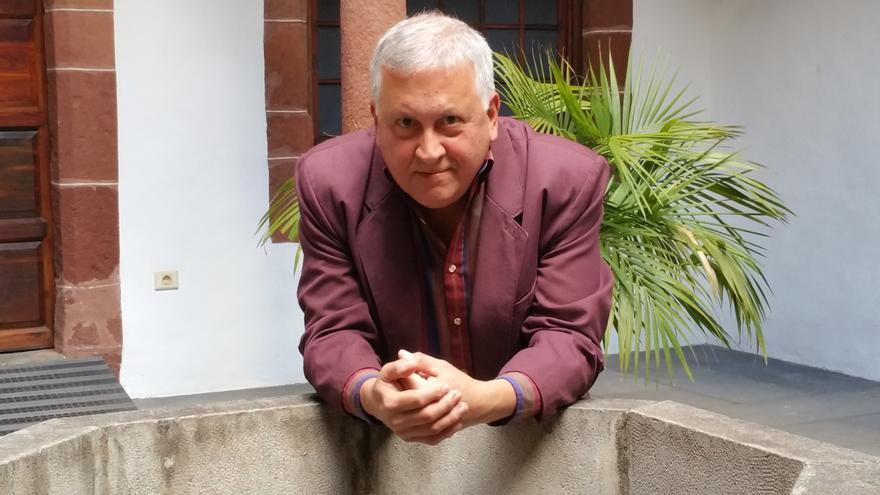Juan Calero es el coordinador del I Encuentro de Escritores Félix Francisco Casanova. Foto: LUZ RODRÍGUEZ.