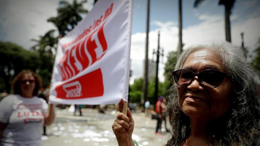 Comisión de la reforma de pensiones en Brasil recibe informe entre polémicas
