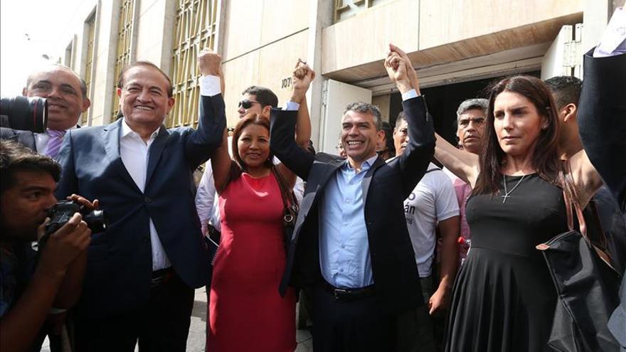 Ascenso de Guzmán en el día de cierre de las inscripciones para el Congreso en Perú