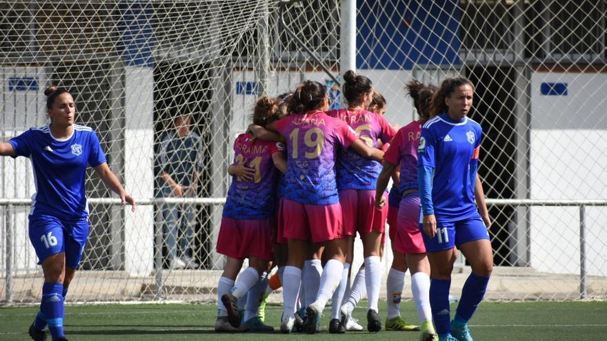 El Juan Grande celebra uno de los goles conseguidos en el Pablos de Abril