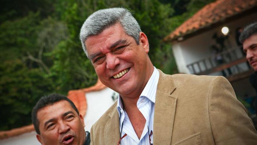 Opositores venezolanos piden en el banco central rectificar las medidas monetarias