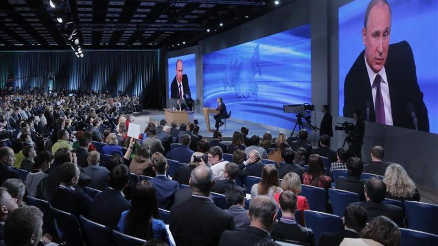 Putin admite la presencia de voluntarios rusos en el este de Ucrania