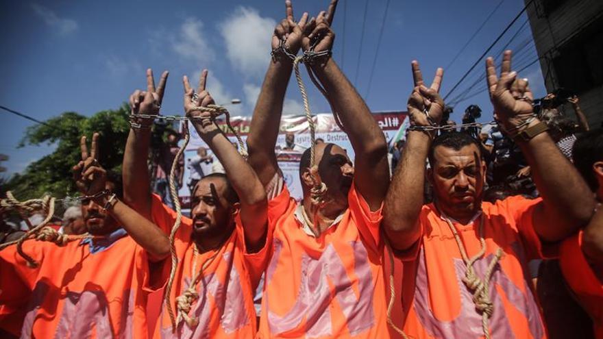 Miles de trabajadores de UNRWA en Gaza se manifiestan contra