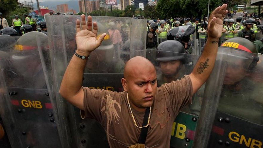 La oposición venezolana se concentra en Caracas para apurar el revocatorio