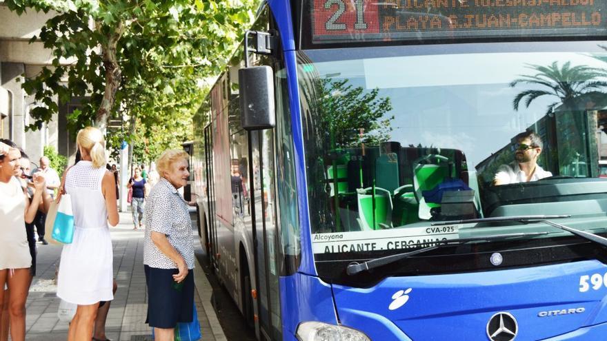 Un autobús de La Alcoyana en la ciudad de Alicante