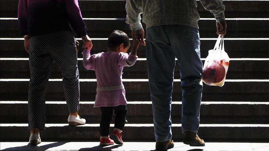 China elimina la autorización previa para tener dos hijos